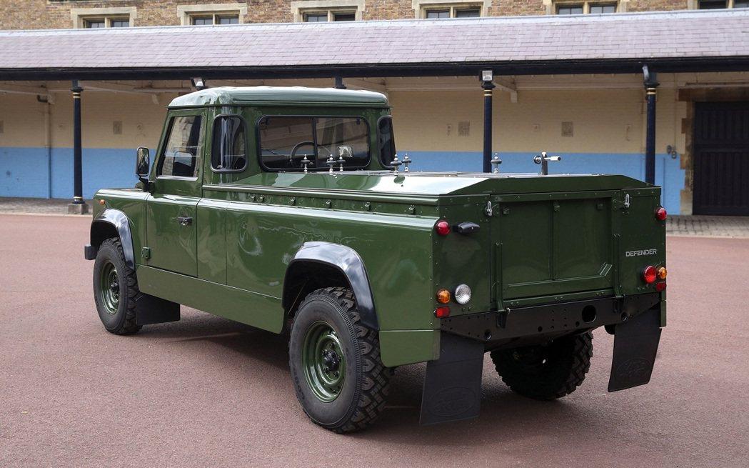 菲立普親王從82歲開始,就以Defender TD5 130為基礎,安靜地設計改...