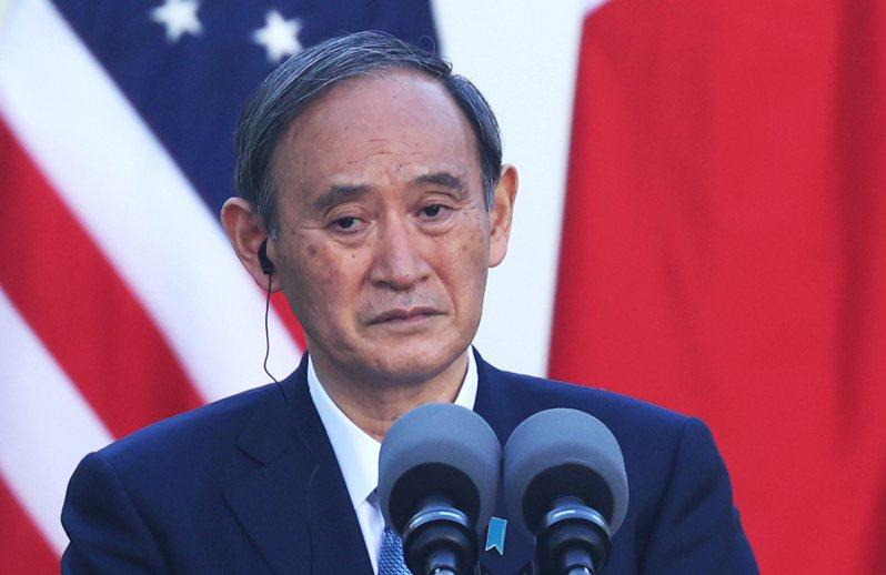 朝日新聞指出,菅義偉自認搶到「訪美第一棒」是外交勝利,不過在對中策略上讓人有準備不足的感覺。路透/Yomiuri