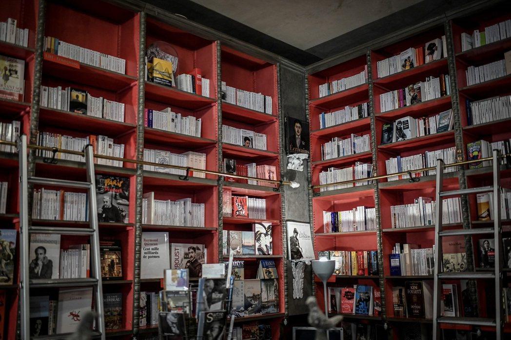 法國巴黎的「女修道院長圖書館」(Librairie des Abbesses)書...