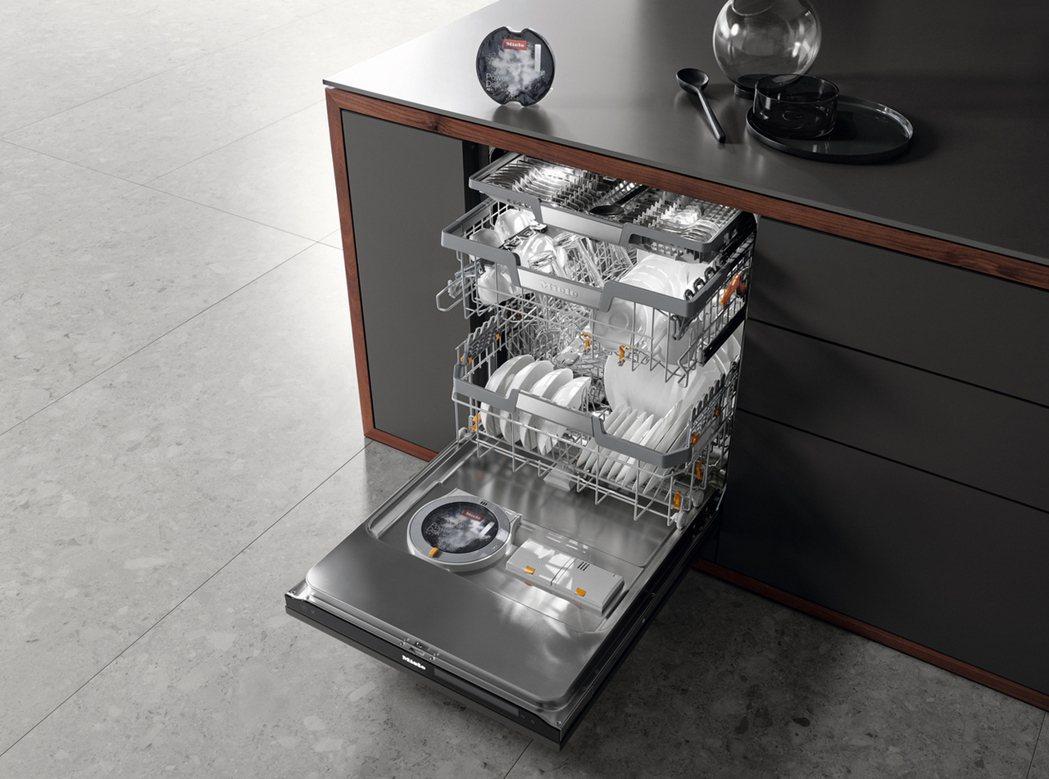 Miele G7000系列洗碗機,結合多項獨家專利技術與智能設計,讓洗碗不只優雅...