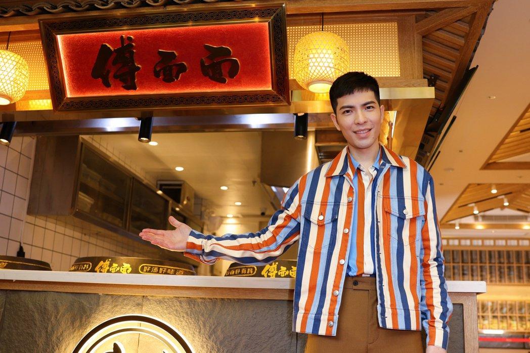 老蕭斥資1.5億打造連鎖餐飲品牌,今出席成都首店開幕。圖/喜鵲娛樂提供