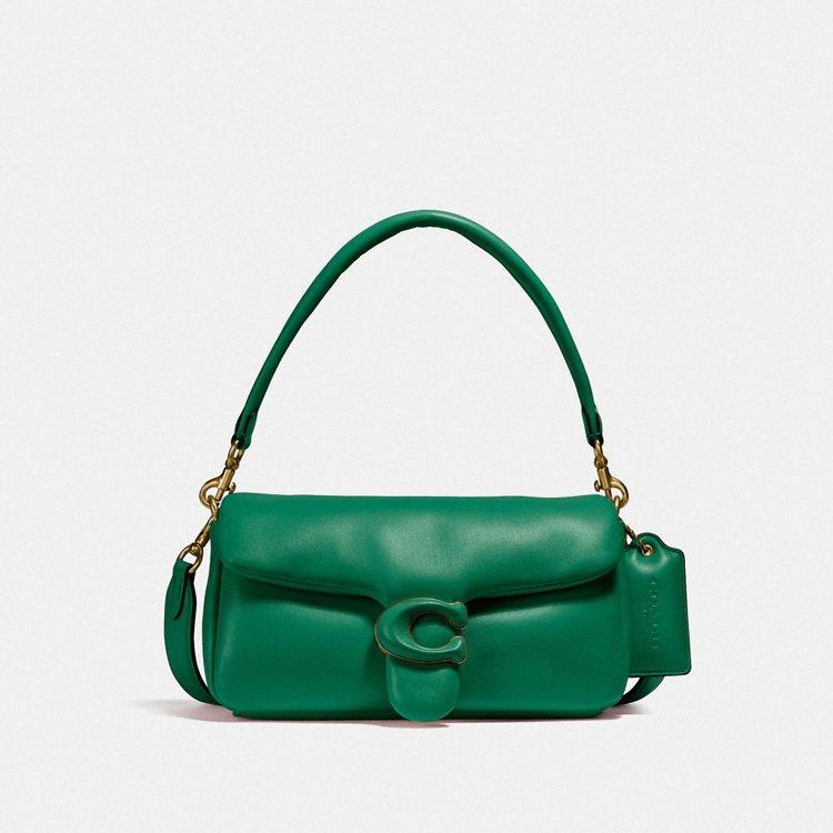 綠色Pillow Tabby,23,800元。圖/COACH提供