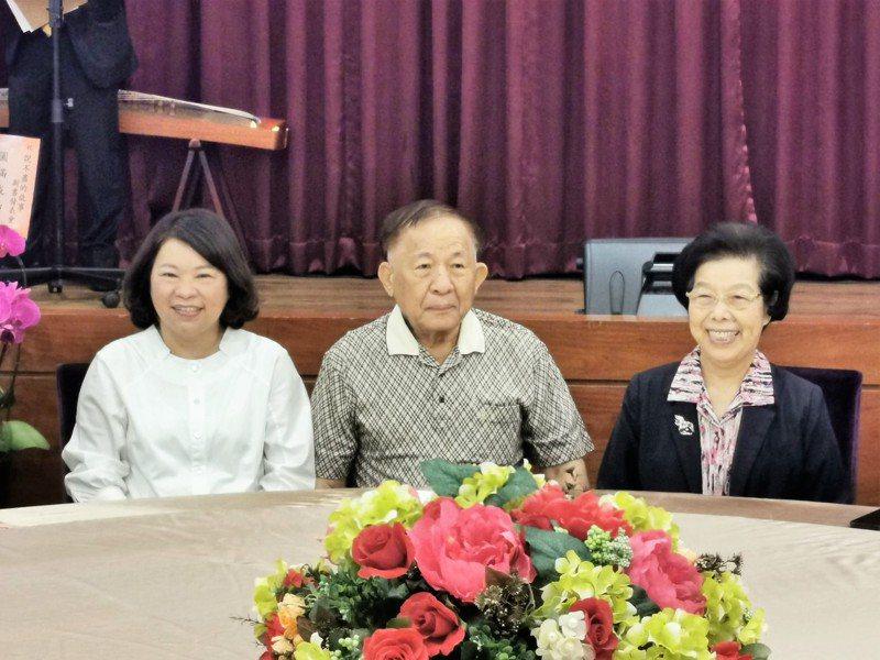 嘉義市長黃敏惠(左起)與紀展南、張博雅同席。記者卜敏正/攝影