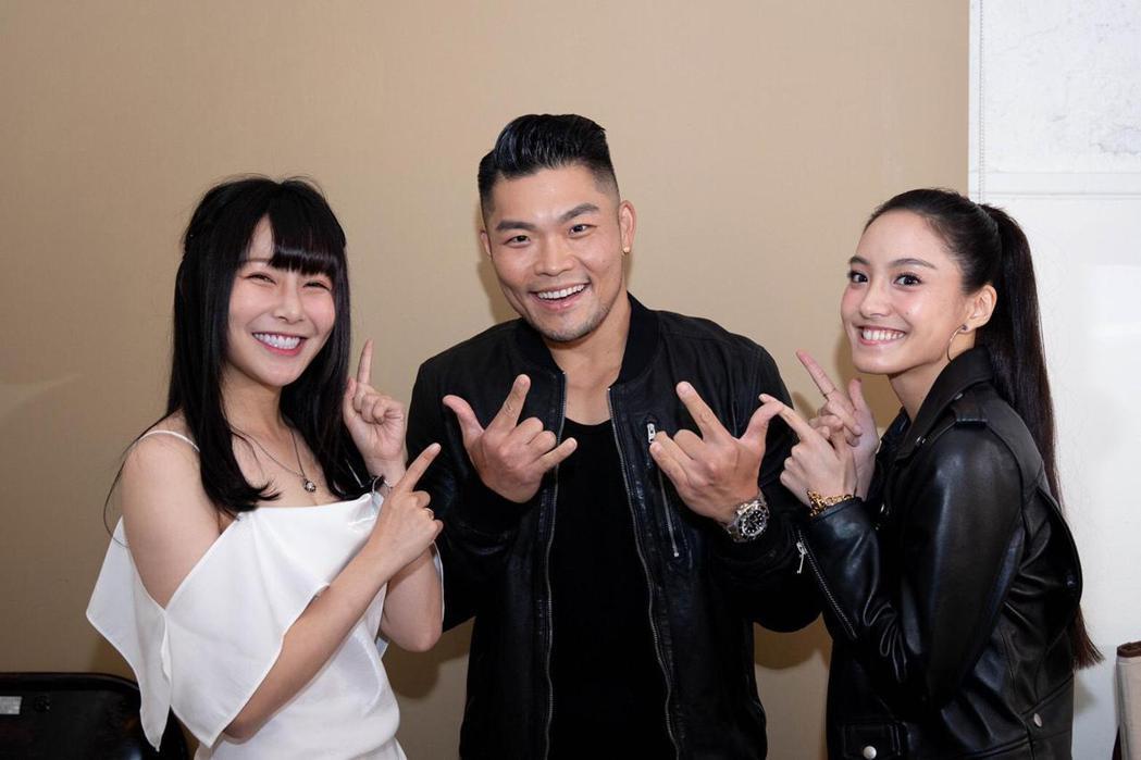 李玖哲在後台跟Kimi、阿樂合照。圖/寬宏提供