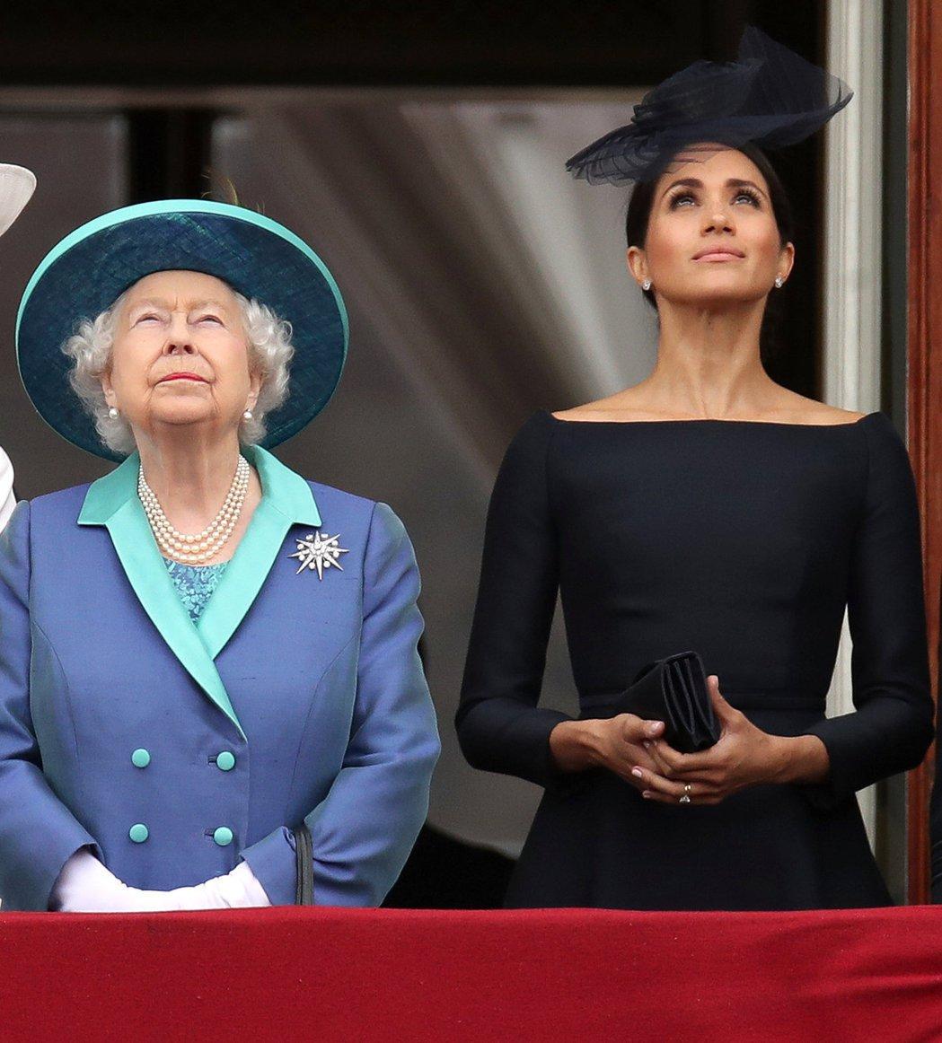伊麗莎白二世女王(左)與梅根之間有複雜的情緒。圖/路透資料照片