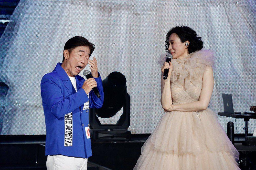 坣娜(右)開唱,嘉賓吳宗憲自爆賣阿爾發祕辛。記者李政龍/攝影
