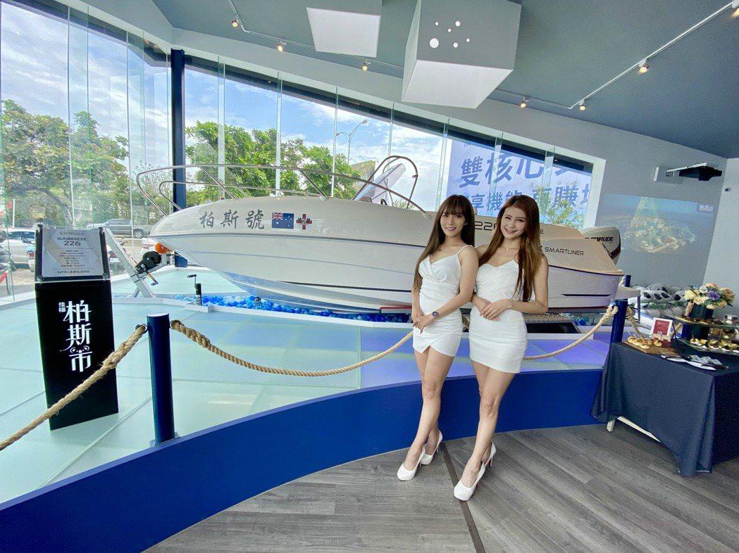 COSTCO北台中店販售的進口遊艇,第一艘就位於柏斯市接待中心。 記者宋健生/攝...