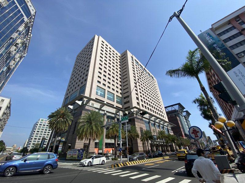 台南大億麗緻酒店位在中西區精華地段,去年熄燈後閒置至今。記者鄭維真/攝影