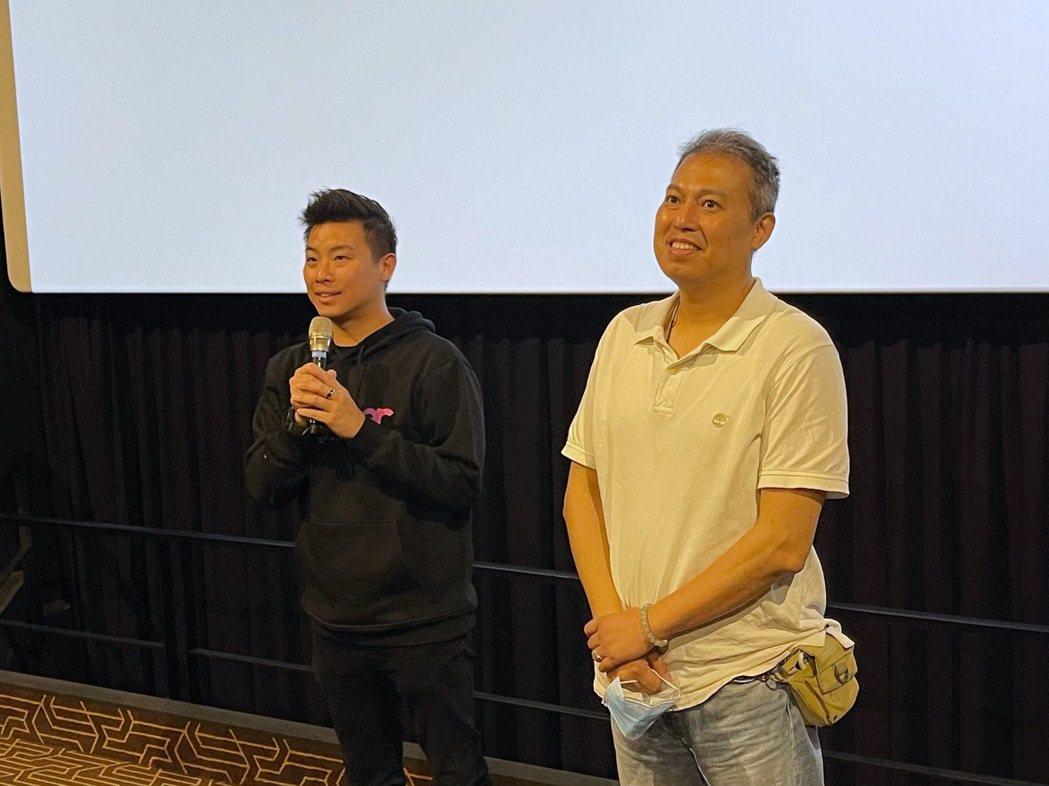 磊山保經業務總經理林世德(左)與《聽見歌再唱》電影導演楊智麟致詞。磊山保經/提供