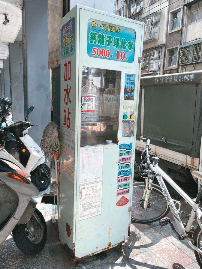 台北市內的加水站有數十座,但北市府只納管宣稱「可生飲」的加水站並進行抽驗。記者鍾維軒/攝影