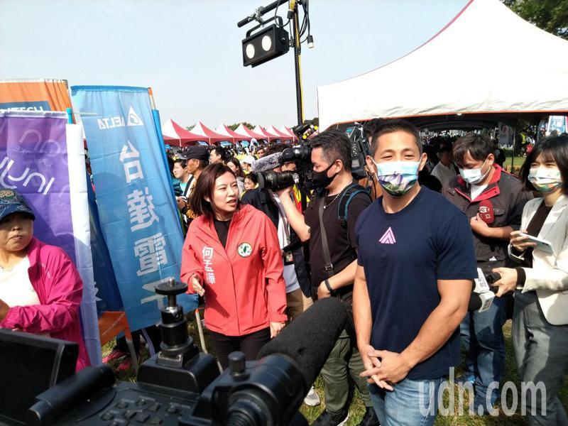 吳怡農說,台灣現在面對許多挑戰,有機會合作的人就要合作,不過前提是要志同道合。媒體追問,與柯文哲有沒有志同道合?吳怡農僅回「這是好問題。」記者林麗玉/攝影