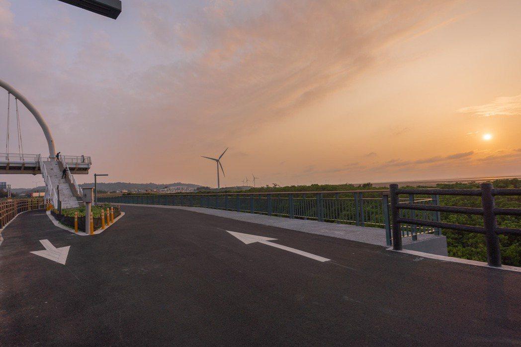 全新17公里海岸自行車道平坦舒適。圖/新竹市政府提供