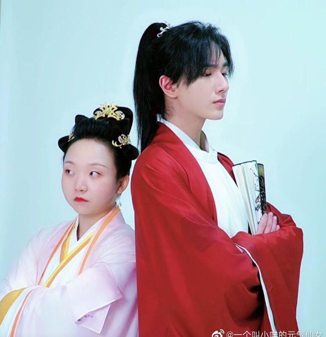 大陸女星辣目洋子(左)與李宏毅搭檔演出新戲「皇后劉黑胖」。圖/摘自微博