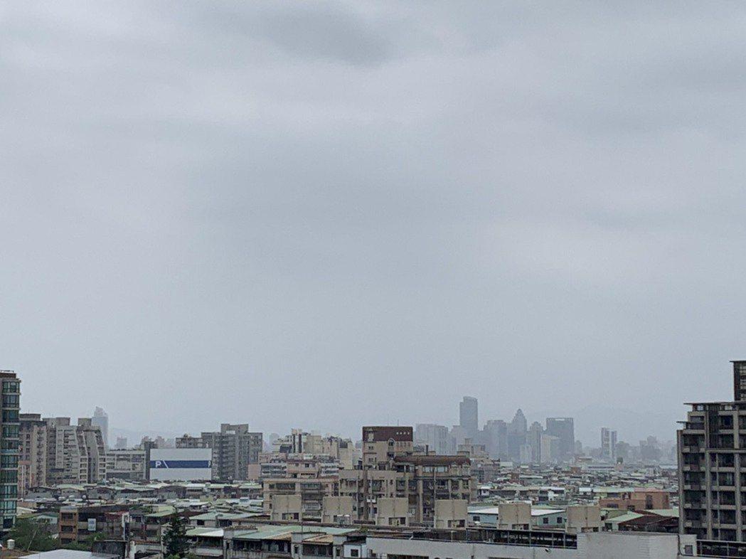 受到沙塵暴影響,新北市今日上午AQI指數幾乎全境超過150。記者張哲郢/攝影