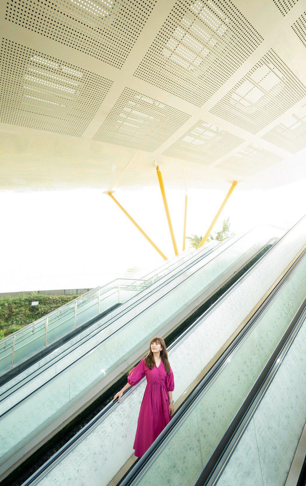 梁靜茹訪曾榮登世界最美15地鐵站之一的高雄捷運中央公園站。圖/寬魚國際、圓頂文化