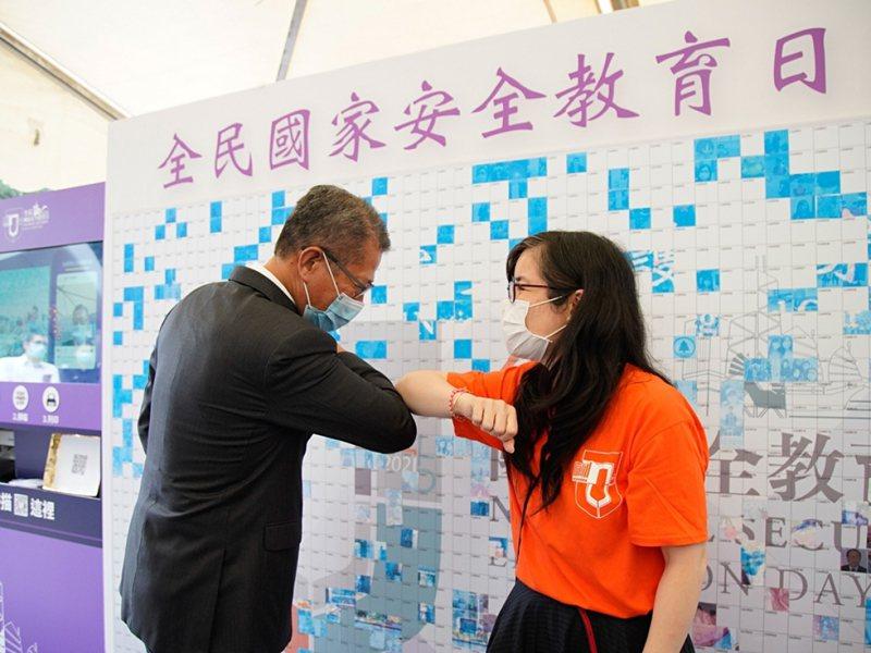 香港財政司司長陳茂波發表網誌文章,表示經濟安全是「國家安全」體系的重要組成部分。(香港財政司司長網誌)