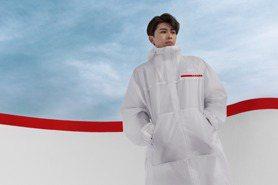 拍Prada最新系列廣告 小鮮肉男星蔡徐坤秀溜冰帥氣姿態