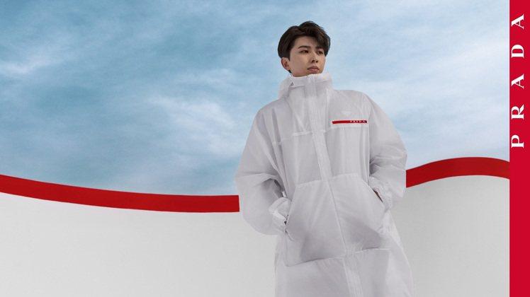 蔡徐坤演出Prada Linea Rossa春夏影像企劃。圖/Prada提供