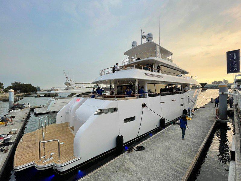 嘉信遊艇初次發表125呎巨型遊艇,「Monte Fino 125 Tri-Deck」是三層甲板的客製化遊艇。圖/市府海洋局提供