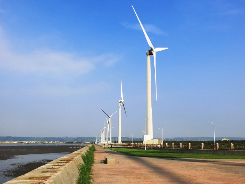 工業總會秘書長蔡練生認為,台灣再生能源發展事實上並不順利,將來若沒有達到碳中和目標,最嚴重可能會受到貿易抵制、影響產業。圖/聯合報系資料照片