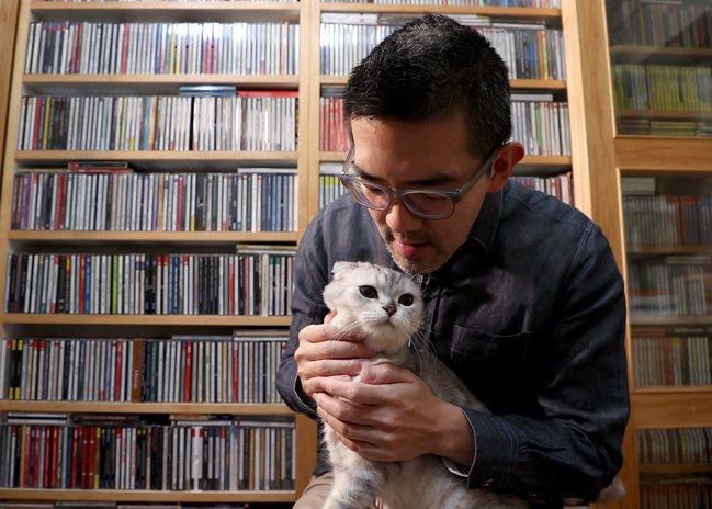 元溥說,若沒投入古典音樂,最想做的是照顧流浪貓狗。攝影/余承翰