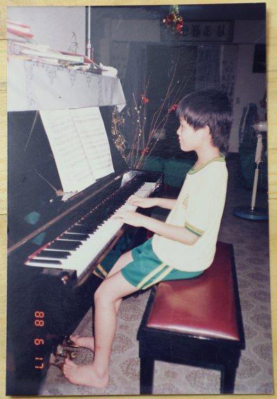 四歲開始學鋼琴,兒時的焦元溥沒想到未來會以古典音樂為業。攝影/余承翰
