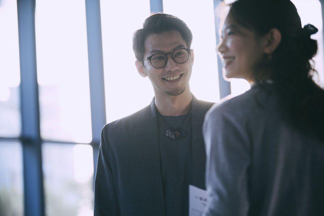 鄒承恩在戲裡的角色總是溫柔鼓勵吳奕蓉。圖/絡思本娛樂製作公司提供