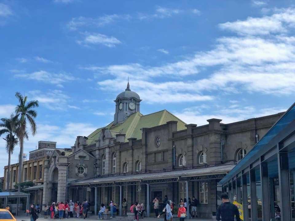 1913年啟用的新竹火車站,古蹟之美很適合做為到新竹來一趟日式輕旅行的開端。業者...