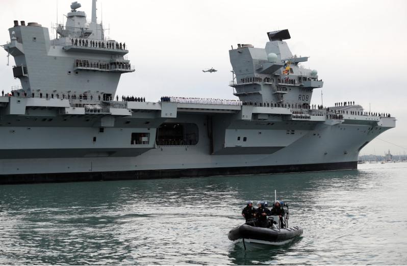 英國「伊利沙白女王」號航空母艦打擊羣將於下月通過南海,屆時將繞行台灣東部海域前往日本。(新浪微博照片)