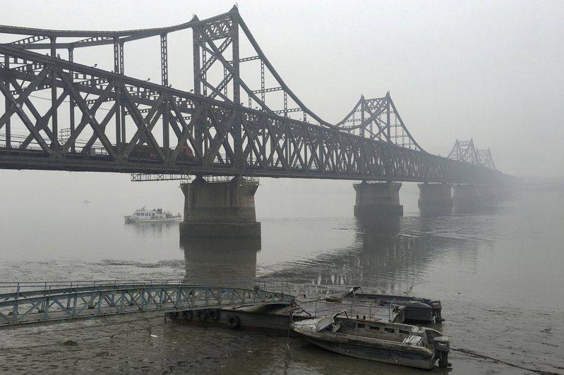北韓3月自大陸進口額狂飆創半年新高,圖為橫跨鴨綠江的中朝友誼橋。路透