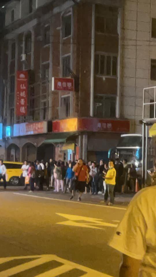網友在花蓮遇到地震嚇得快跑出飯店。圖/取自臉書