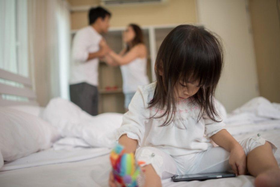 扶養子女是父母的義務,因此不論監護權最後歸給誰,福原愛與江宏傑都必須要共同負擔孩...