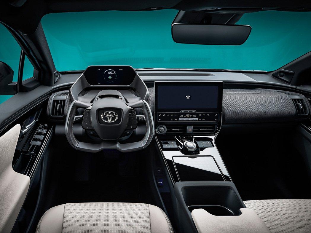 Z4X內裝採用全數位儀表搭配大型中控螢幕。 圖/Toyota提供