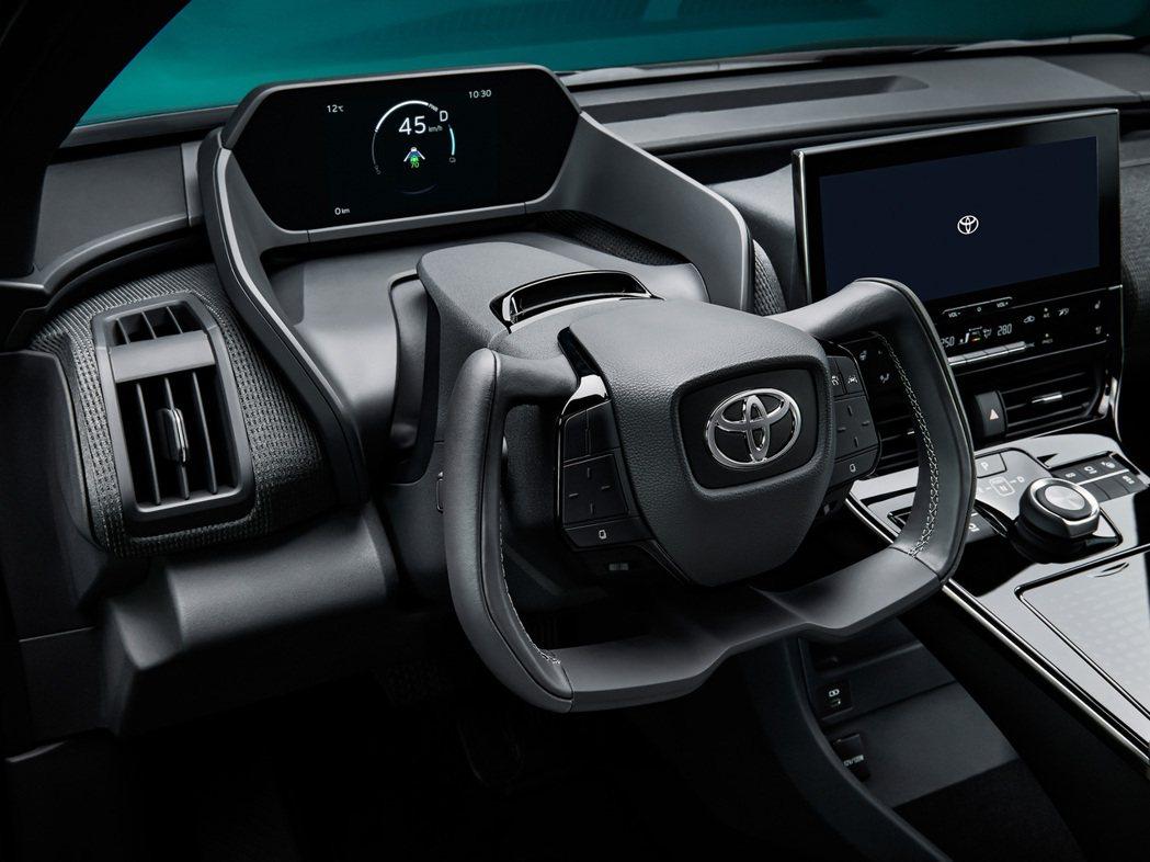bZ4X配置了特殊形狀的平把式方向盤。 圖/Toyota提供