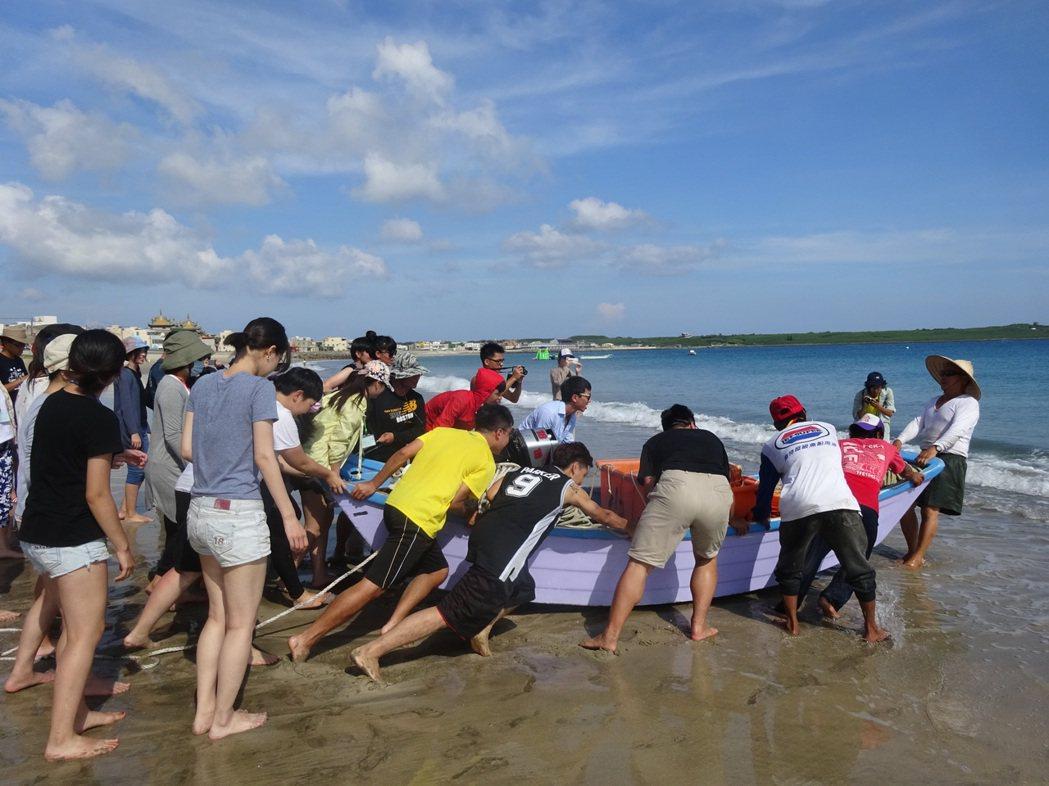 「牽罟」是澎湖傳統漁法。 圖/年年有鰆提供