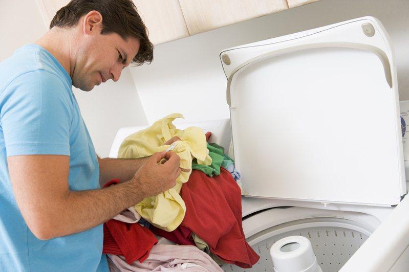 網友抱怨男友家人要求他出2萬元購買新洗衣機。示意圖。圖片來源/ingimage