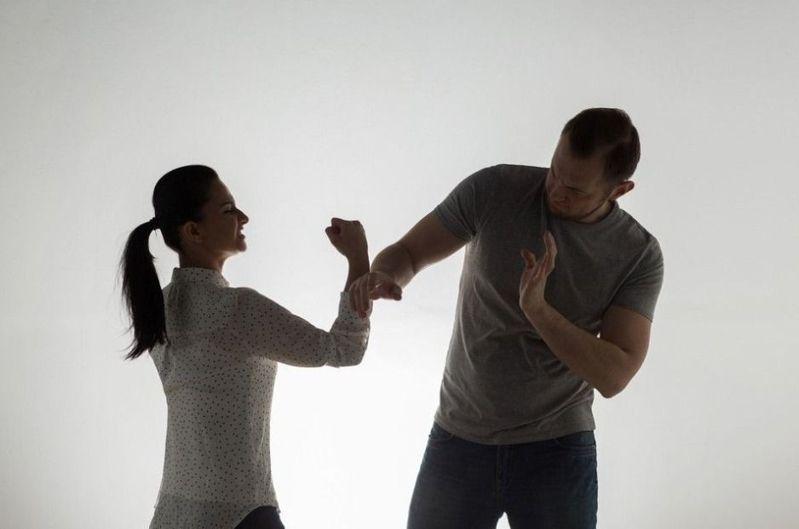 若一段男女關係有第三人介入,便很難再維持下去。 示意圖/ingimage