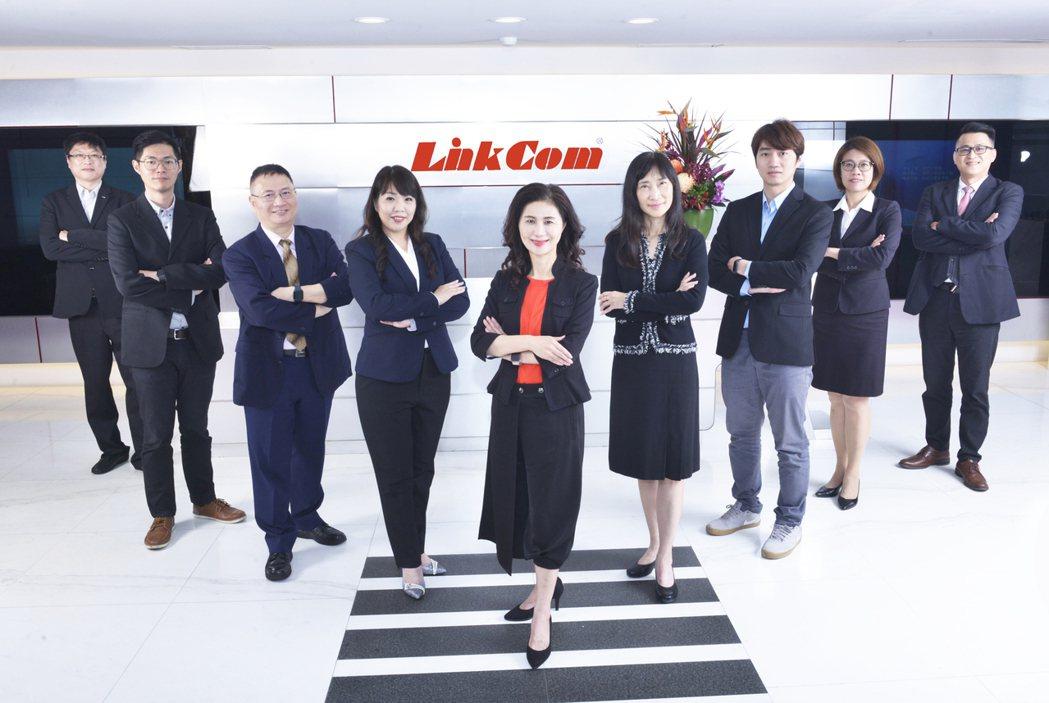 聯寶電子董事長譚明珠(中)與經營團隊。 聯寶電子/提供