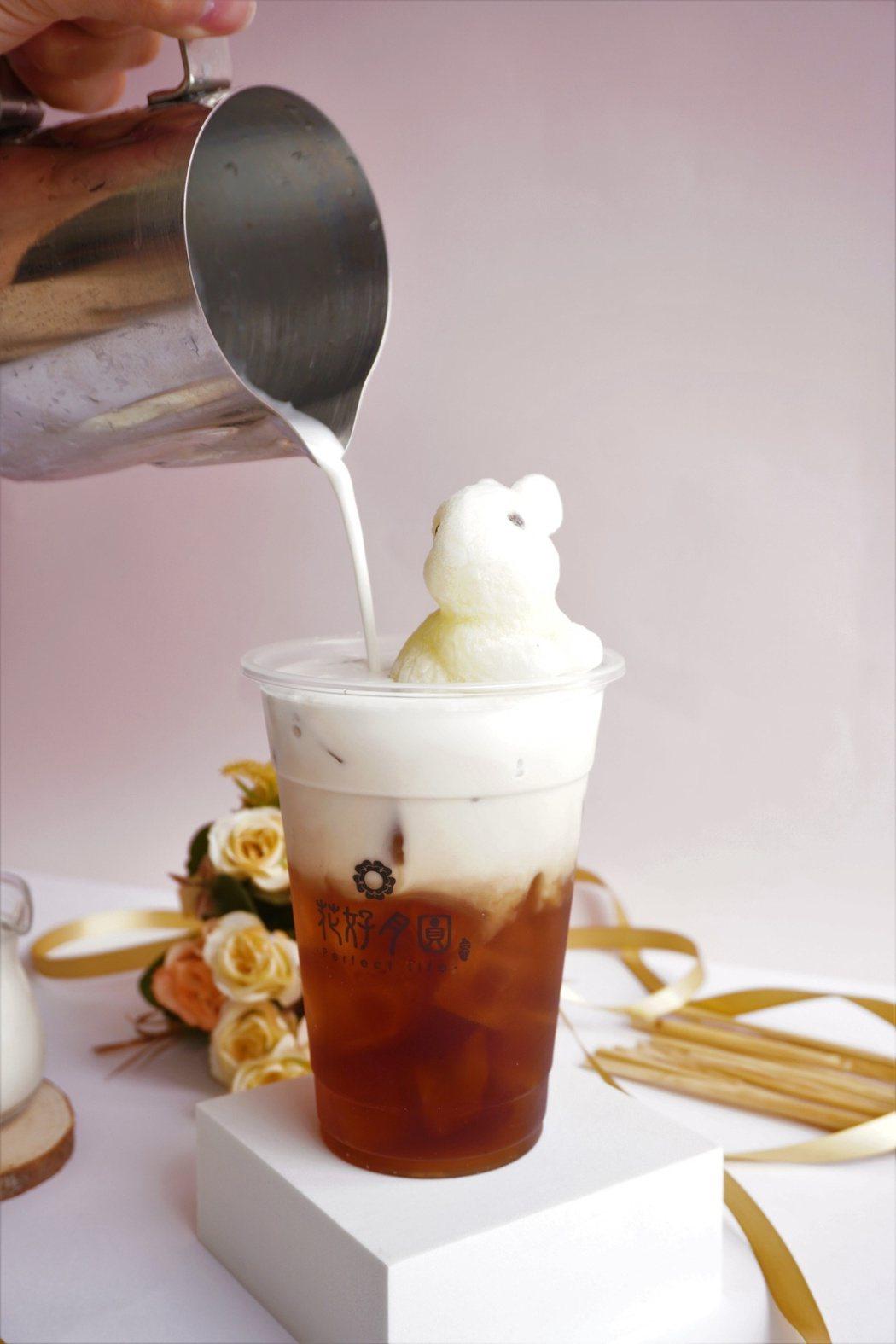 台中手搖飲品牌花好月圓推出「兔兔來澡茶」系列,夏季限定款。