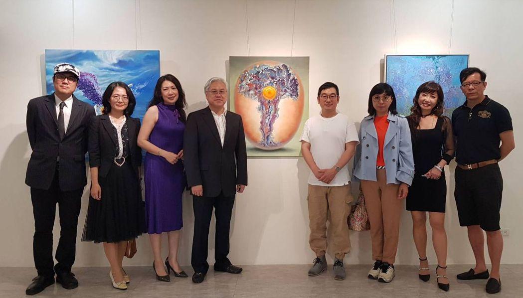 曾獲得義大利威尼斯第四屆液體國際藝術競賽錄像藝術類首獎的國內術家林佳鴻,在「高雄...