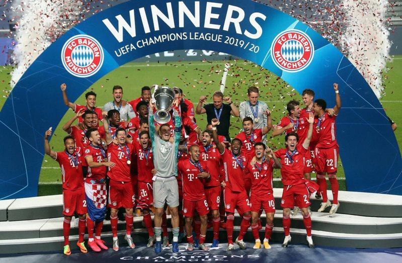 12支足球豪門宣布另組「超級聯賽」(Super League)計畫,為足壇丟下震撼彈。圖為拜仁慕尼黑拿下2020年歐冠金盃。 歐新社