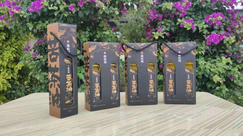 鄧匯賢號召夥伴成立「瑞蚨園」品牌,品質、製程經得起考驗,只為給家人最好的苦茶油。記者莊祖銘/攝影