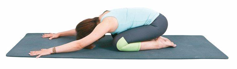 背肌延展局部肌群舒緩操2。 圖/資料夾文化提供