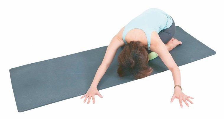 背肌延展局部肌群舒緩操3。 圖/資料夾文化提供