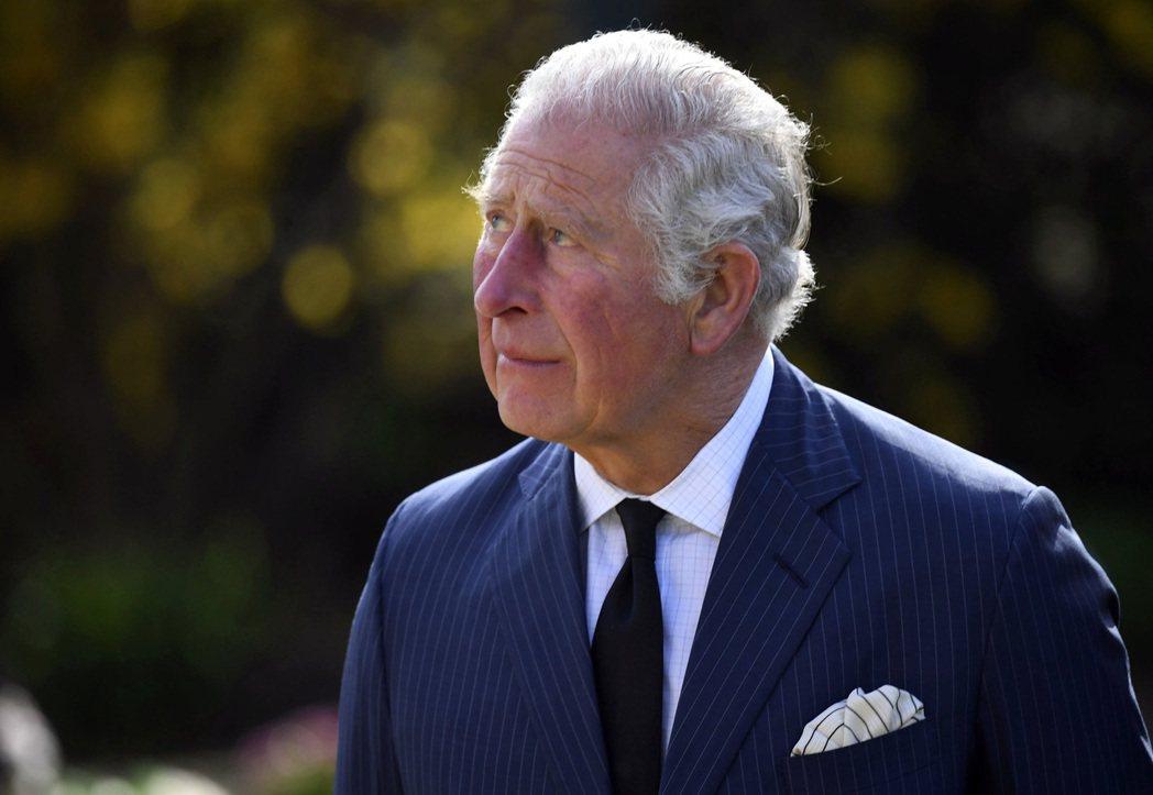 消息人士指出,哈利王子19日將和父親查理王子在溫莎莊園附近走走,並欣賞弔信菲立普...