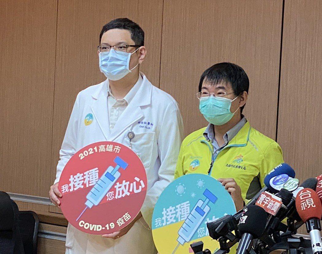 民生醫院副院長林俊祐(左)表示,鼓勵醫院醫事和行政人員接種,目的是形成傳染病在傳...