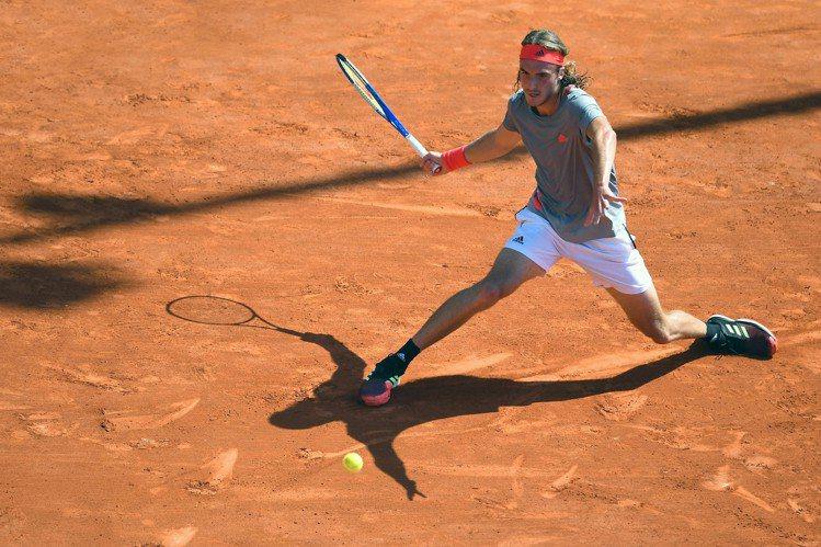 今年二月時,西西帕斯(Stefanos Tsitsipas)曾在澳網擊退「紅土天...