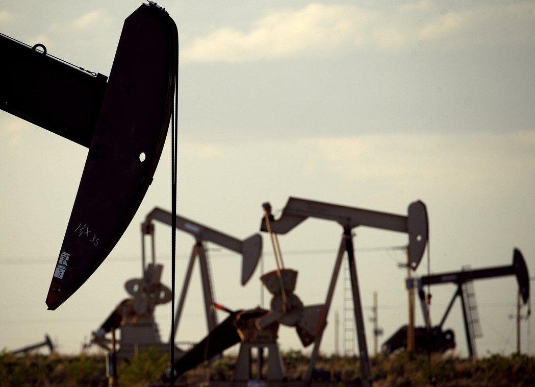 投資圈關切氣候變遷議題的重心由油氣業者等碳排大戶轉向金融業者。美聯社