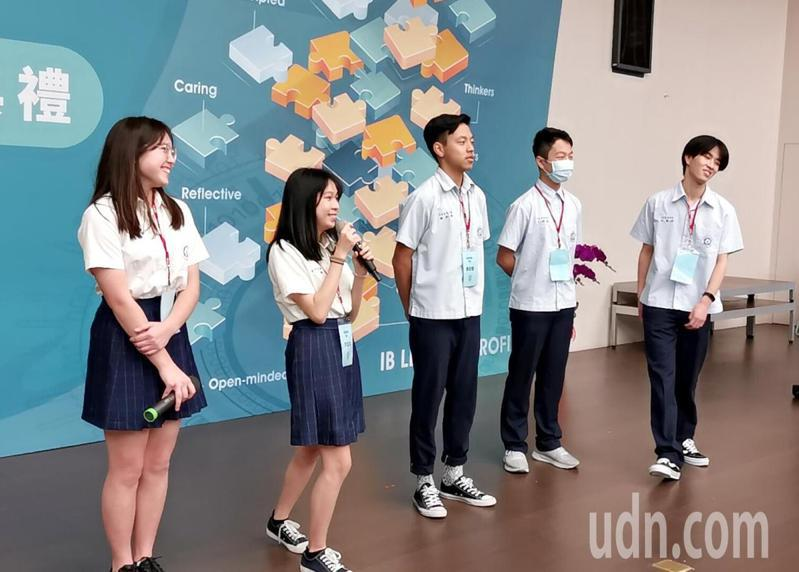 桃園市立大園國際高中IB國際文憑學校揭牌典禮,學生英文表演嚇嚇叫。記者曾增勳/攝影