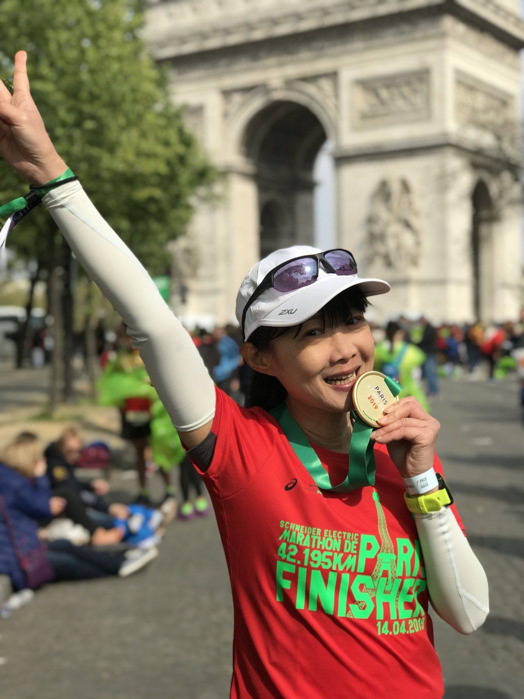 趙心屏2019年參加巴黎馬拉松。圖/好好聽FM提供